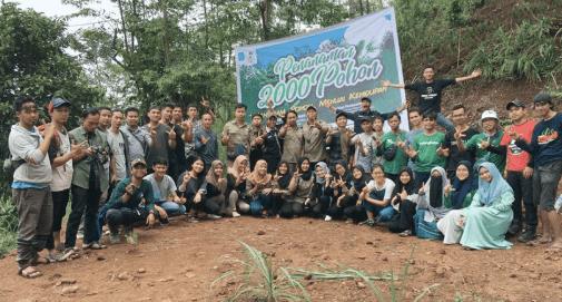 Kegiatan penanaman pohon di lereng Gunung Salak, kabupaten Bogor yang diadakan oleh Relawan LindungiHutan Bogor